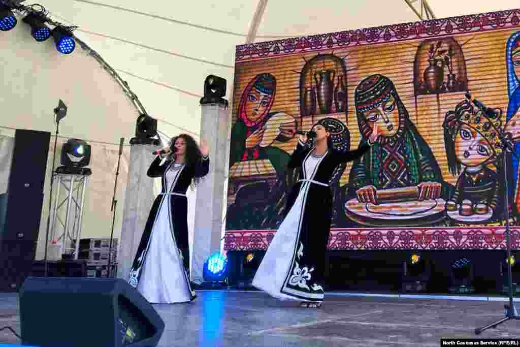 Выступают певицы из Армении