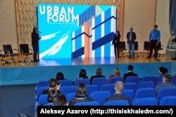 Заместитель акима Алматы Асель Жунусова выступает с презентацией проекта программы «Алматы-2020». Алматы, 13 ноября 2015 года.