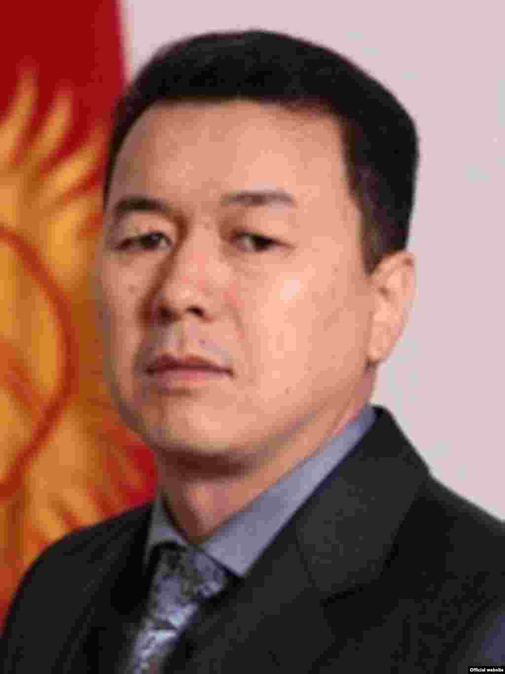 Алиасбек Алымкулов, министр молодежи, труда и занятости.