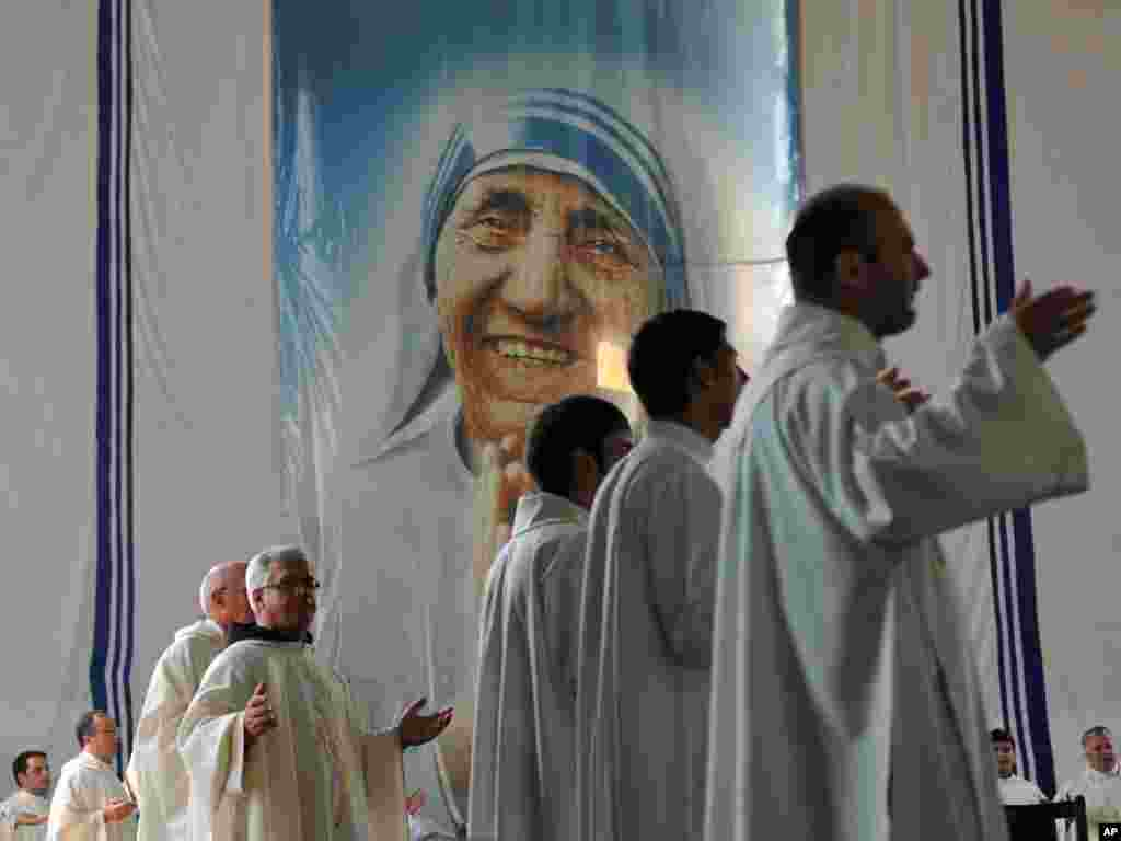 Catholic priests pray during a congregation to mark the anniversary of Mother Teresa's death in Pristina, Kosovo, on September 5. (Photo by Visar Kryeziu for AP)