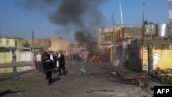 Iraq -- People rush to the site of one of three car bombs following an attack near a Kurdistan Democratic Party youth club, Kirkuk, 27Nov2012