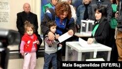 Pamje nga votimet për zgjedhjen e presidentit në kryeqytetin Tbilisi