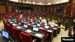Armenia - Pro-government deputies boycott an extraordinary sitting of the National Assembly, Yerevan,15Nov,2013