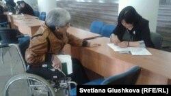 Ярмарка вакансий для людей с ограниченными возможностями. Астана, 27 марта 2014 года. Иллюстративное фото.