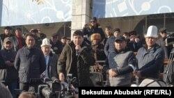 Аманбол Бабакулов (с микрофоном).