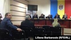 Лідер «Патрії» Ренато Усатий (л) на засіданні Центральної ввиборчої комісії Молдови