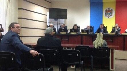 Renato Usatîi (stânga), la şedinţa CEC