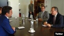 Архивска фотографија: Министерот за надворешни работи Никола Димитров на средба со Јоргос Кумуцакос во Атина