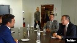Архивска фотографија- средба на министерот за надворешни работи Никола Димитров со Јоргос Кумуцакос во Атина