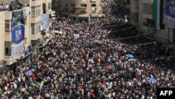Around a thousand people demonstrated in support the Palestinian bid for statehood recognition at the United Nations in the West Bank city of Ramallah.