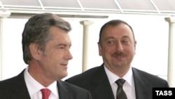 Виктор Ющенко (слева) и Ильхам Алиев (справа)