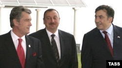 Presidents Viktor Yushchenko of Ukraine (left), Ilham Aliyev of Azerbaijan, and Mikheil Saakashvili of Georgia at the summit