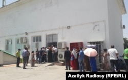 People in Ashgabat wait in line to buy food in state shops. (file photo)