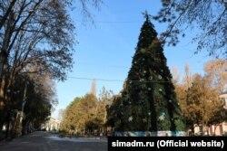 Новорічна ялинка в Дитячому парку Сімферополя, грудень 2020 року