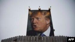 پوستری از ترامپ در آیووا