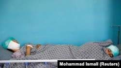 شماری از افراد ملکی که در اثر حمله انتحاری بر کمپ گرین ولیج زخمی شدهاند در شفاخانه تحت معالجه قرار دارند.