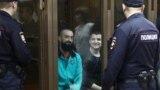 Украинские моряки, захваченные российскими военными в Керченском проливе - в московском суде.