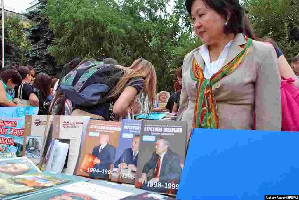 Еще новинки в мире книг Казахстана. Казахстан, Алматы, 16 августа 2014 года.