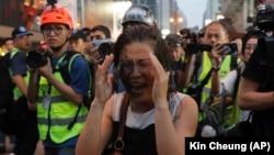 Hong Kongda hepde soňundaky protestler gazaplylyga ýazdy. 13-nji oktýabr, 2019 ý.