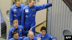 Участники эксперимента перед стартом 3 июня 2010 года