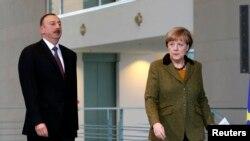 По словам Меркель, они с президентом Азербайджана пришли к единому мнению, что конфликт должен быть разрешен мирным путем