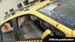 تاکسی حامل علی مطهری که در فرودگاه شیراز مورد حمله مهاجمان قرار گرفت.