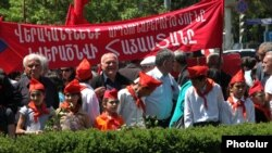 Armenia - Armenian Communist Party supporters and children attend a May Day rally in Yerevan, 1May2012.