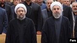 حسن روحانی (راست) و صادق آملی لاریجانی، روسای قوای مجریه و قضاییه جمهوری اسلامی ایران.