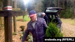 Уладзімер Кішкурна падчас талакі ў Курапатах, кастрычнік 2013 году
