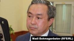 Бекен Сейдахметов в бытность председателем комитета гражданской авиации министерства по инвестициям и развитию Казахстана.