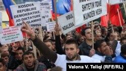 Pamje nga protesta - Prishtinë, 08 tetor 2010