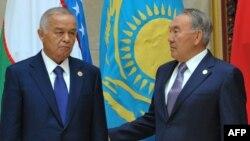 Өзбекстан президенті Ислам Каримов (сол жақта) пен Қазақстан президенті Нұрсұлтан Назарбаев. Бішкек, 13 қыркүйек 2013 жыл.