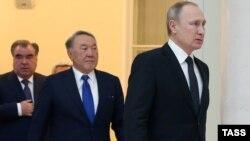 Справа налево: президент России Владимир Путин, президент Казахстана Нурсултан Назарбаев и президент Таджикистана Эмомали Рахмон. Санкт-Петербург, 26 декабря 2016 года.