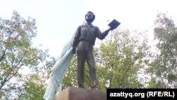 Памятник русскому поэту Александру Пушкину. Костанай, 5 сентября 2010 года.