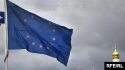 Прапор ЄС на тлі Кремля