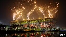 """Пекин олимиадасының """"Құс ұясы"""" атты стадионда өткен жабылу салтанаты. Пекин, 24 тамыз 2008 жыл."""