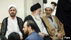 علی مظفری (چپ) در کنار احمد علمالهدی