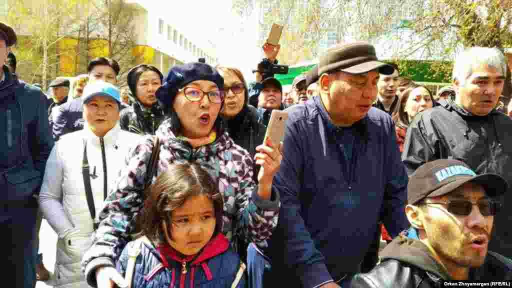 Протестующие в Нур-Султане. 1 мая 2019 года.