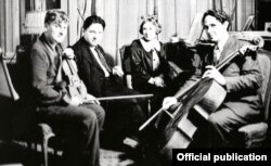 Yehudi Menuhin, cu George Enescu, Hepzibach Menuhin și Maurice Eisenberg în 1936 (Foto: The Menuhin Century/Warner)
