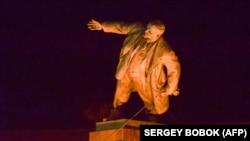 Снос памятника Ленину в Харькове, 28 сентября 2014 года