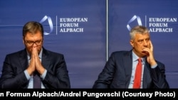 Kosovat President Hashim Thaci (right) with his Serbian counterpart, Aleksandar Vucic, at a conference in Austria in 2018