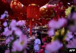 Интерьеры китайских магазинов практически схожи в любой стране мира