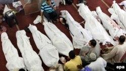Тела погибших в столкновениях в Каире