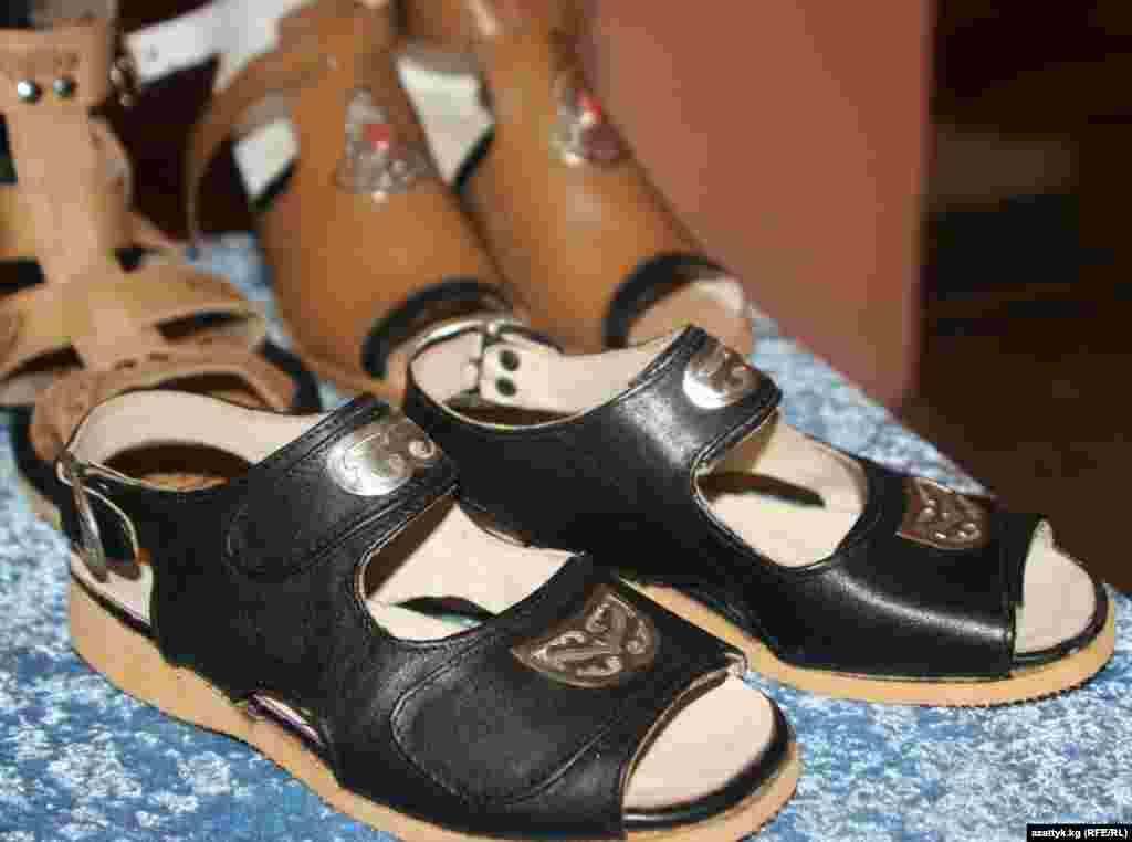 Модная обувь в этническом стиле. Мастер Бактыбек Байызов (Бишкекское профтехучилище № 92)
