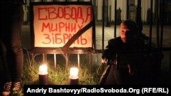 Громадські активісти ночують під Верховною Радою, захищаючи свободу зібрань, Київ, 06 вересня 2012 року
