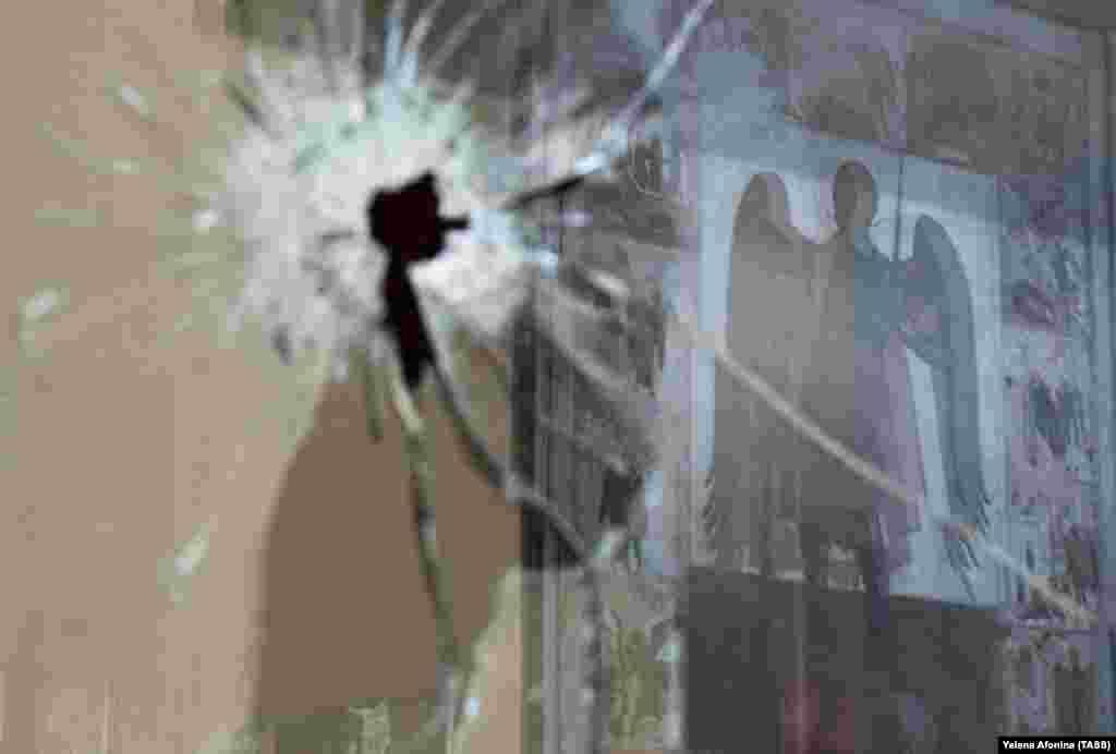 РУСИЈА - Властите во рускиот регион Чеченија соопштија дека полицијата убила двајца мажи кои со ножеви сакале да повредат двајца полицајци. Чеченското министерство за внатрешни работи наведе дека напаѓачите биле убиени во областа Шали.