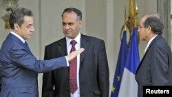 Мулоқоти Саркозӣ бо намояндаи чирикиҳои Либия