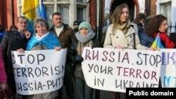 Орусиянын Украинадагы аракетин айыптаган Лондондогу нааразылык.
