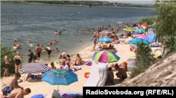 Донеччани обирають місцеві пляжі для відпочинку