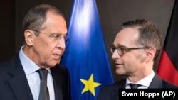 Главы МИД России и Германии Сергей Лавров (слева) и Хейко Маас (справа)